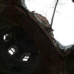 Проломы в крыше Тихвинской церкви