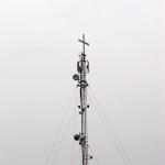 Крест на антенне сотовой связи.