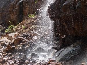 Тот же водопад, вид сбоку.
