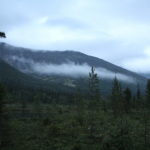 Рваными клочьями низкая облачность